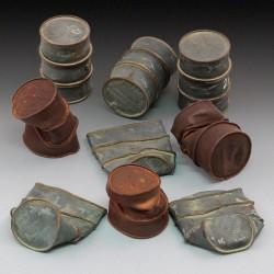 German damaged oil drums - WWII (1/35)