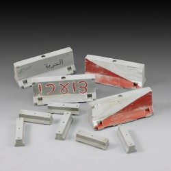 Concrete  traffic barriers (1/35)