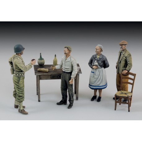 U.S. soldier who drinks with civilians (1/35)