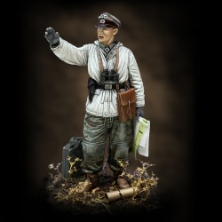 German tanker in winter dress - WWII (1/48 scale)
