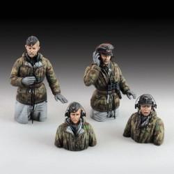 German tank crew in winter dress  - WWII (1/48 scale)