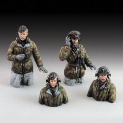 German tank crew in winter dress  - WWII (1/72 scale)