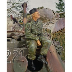 Waffen SS tanker sitting on turret - WWII (1/35)