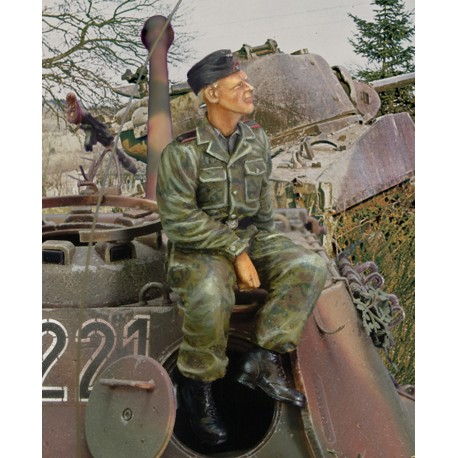 Waffen SS tanker sitting on turret - WWII (1/35)