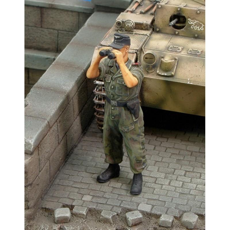 "Waffen SS tanker ""looking through binoculars"" WWII (1/35)"