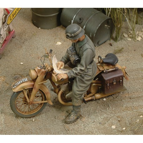 DKW German Motorcycle rider - WWII (1/35)