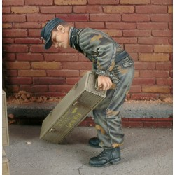 King Tiger crewman with Italian Camouflage (1/35)