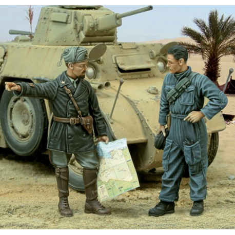 Italian Captain and tanker - WWII (1/35)