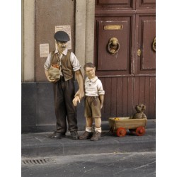 Civilian man with children-WWII (1/35)