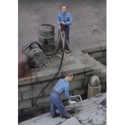 Men refuelling (1/35)