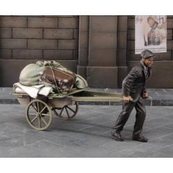 Evacuee pulling cart (1/35)