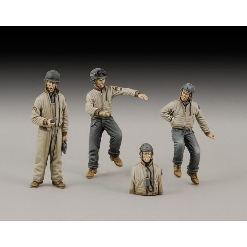 Articolo realizzato in resina (3 figurini e 1 mezza figura).