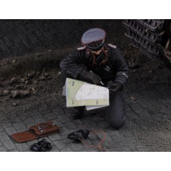 Waffen SS tank Commander with map - WWII (1/35)