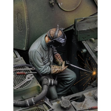 Man using electric welder - Part.1 (1/35)